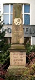 Šolcův pomník před spořitelnou